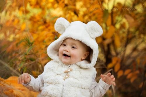 babyfotos im herbst draußen