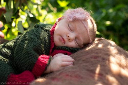 Neugeborenenfotos in Buxtehude Apfelmädchen_-12